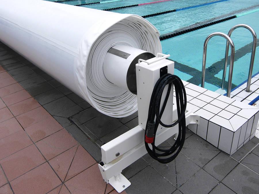 Enrouleur motoris avec rehausse piscines les for Capdenac piscine